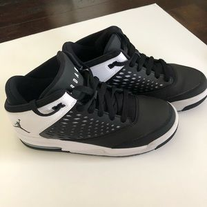 Nike Boys Basketball Shoes Size 5.5 *Like New